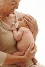 Großmutter mit Säugling
